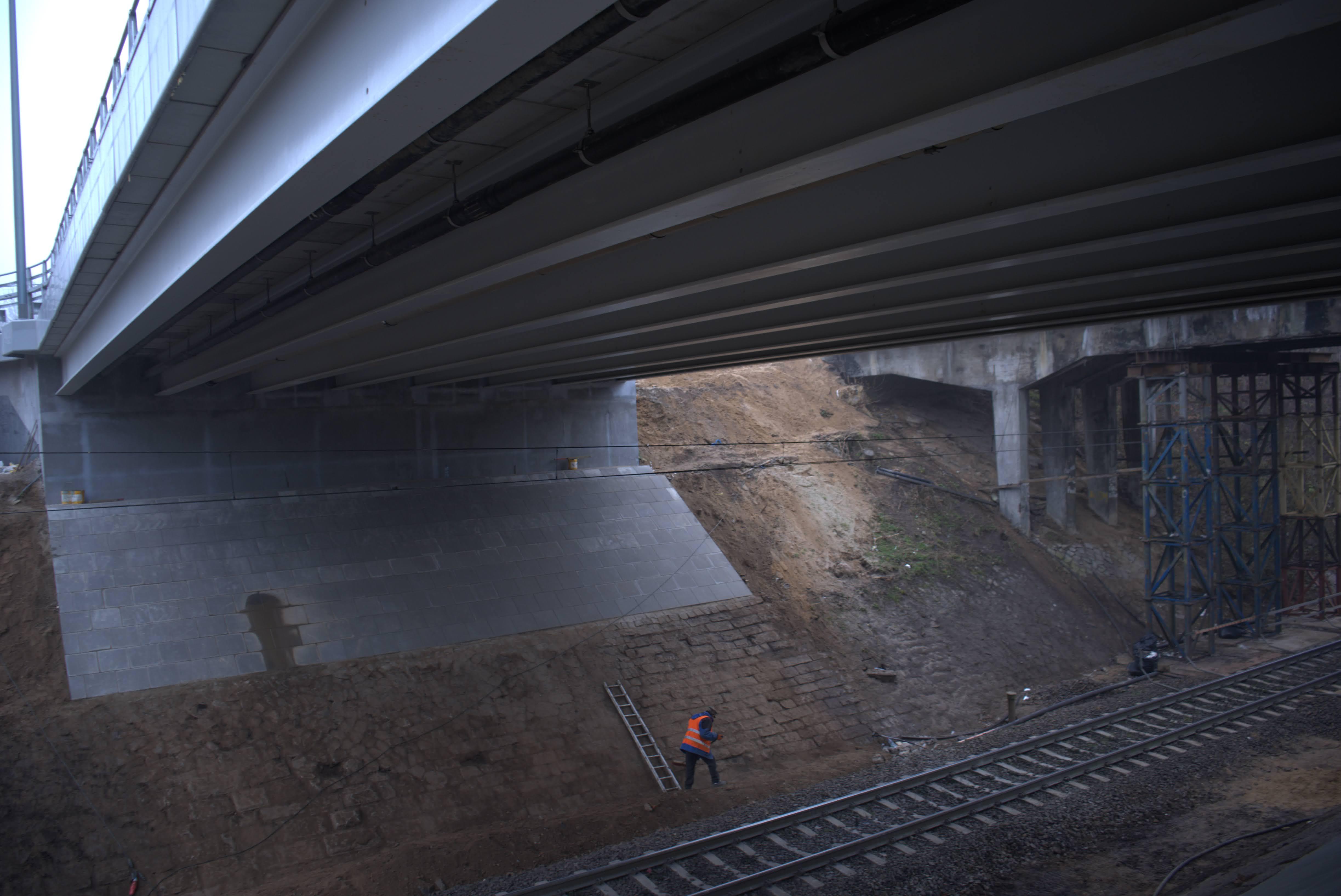 Ustrój nośny wiaduktu z dwuteowników HEB800 (źródło: Jarosław Czerwiński).